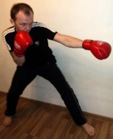Прямой удар левой рукой в корпус