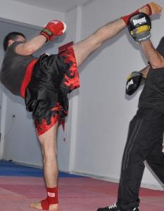 Удар пяткой (правой ногой)
